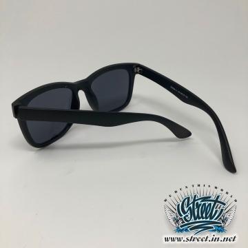 Очки солнцезащитные с оправой милитари